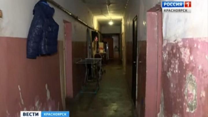 Чиновники пообещали жителям аварийного дома расселить их только через семь лет