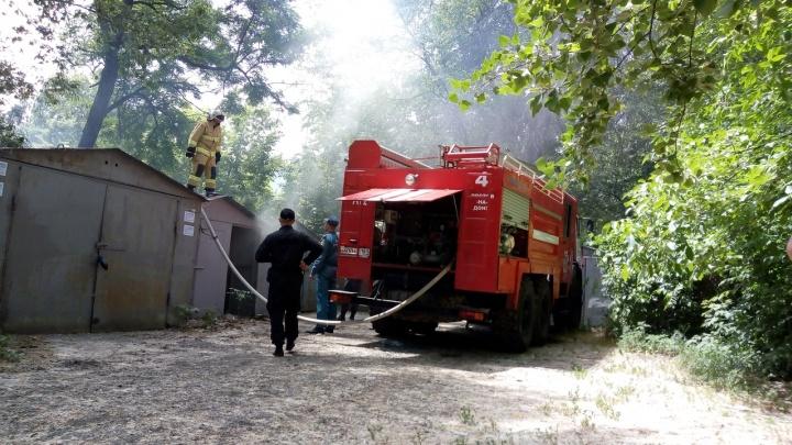 В Александровке во дворе жилого дома возник пожар