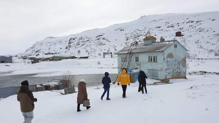 «Машины заметало по крышу»: уральский режиссер — о съемках в селе, где Звягинцев создал «Левиафан»
