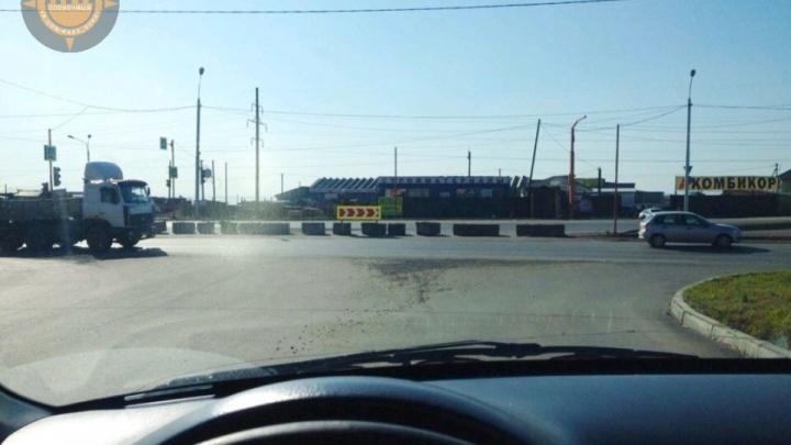 «Заставляют стоять в пробке»: жители просят вернуть левый поворот в «Солнечный» и построить развязку