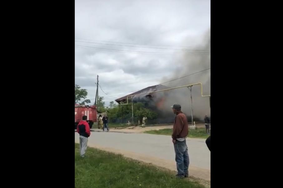 По предварительным данным, пламя вспыхнуло из-за короткого замыкания