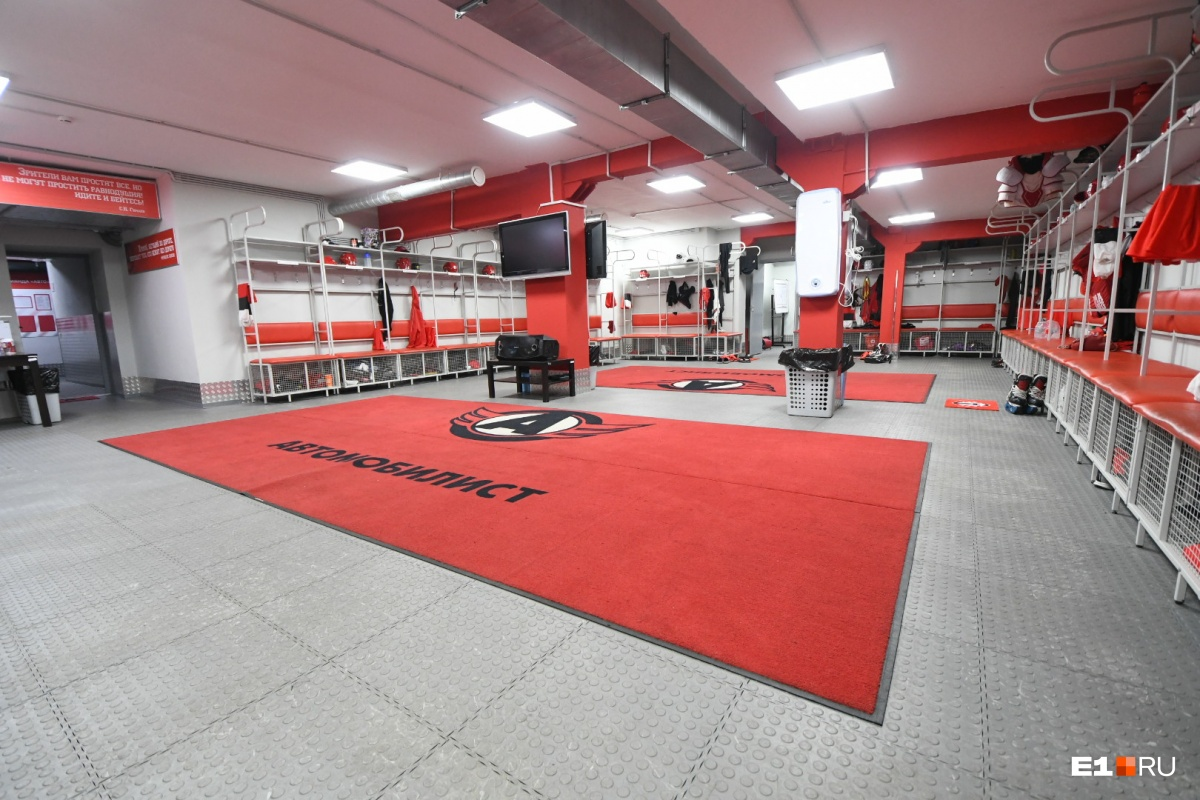 Как работает хоккей: показываем помещения «Уральца», куда вас точно никогда не пустят