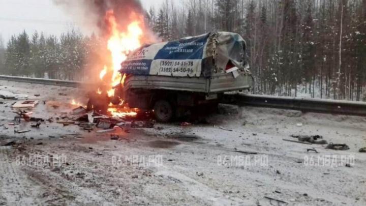 Водитель «Газели» сгорел в ДТП с пятью машинами на трассе Тюмень — ХМАО