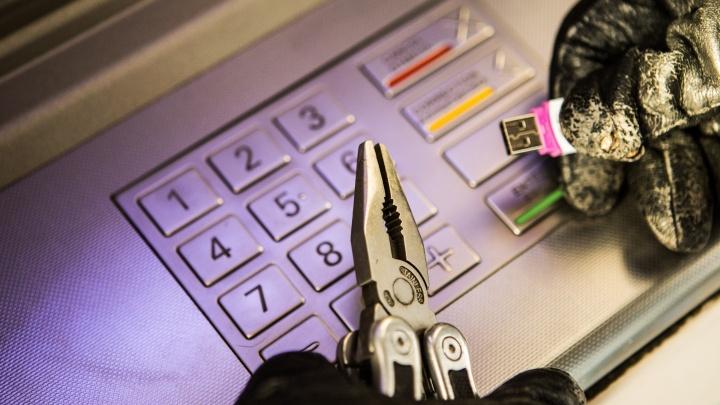 Флешка вместо гвоздодёра: новосибирец вскрыл банкомат за 5 минут