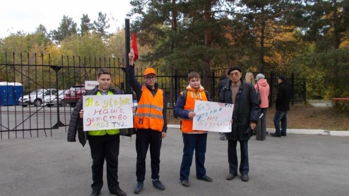 «Это личная вендетта»: воспитанника детской ж/д в Челябинске отчислили после акции протеста