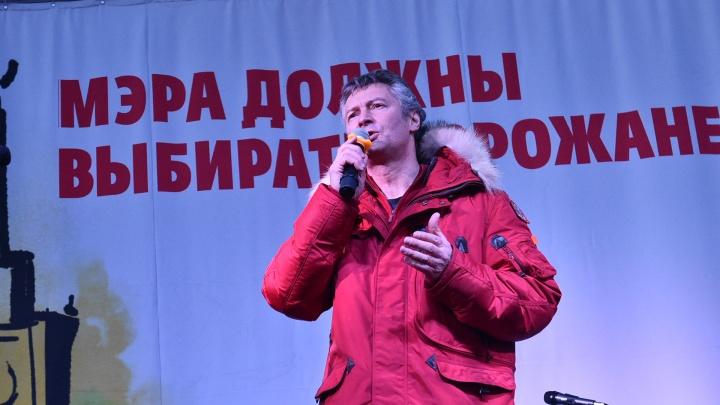 Онлайн-трансляция: на митинге в защиту выборов мэра потребовали отправить в отставку губернатора
