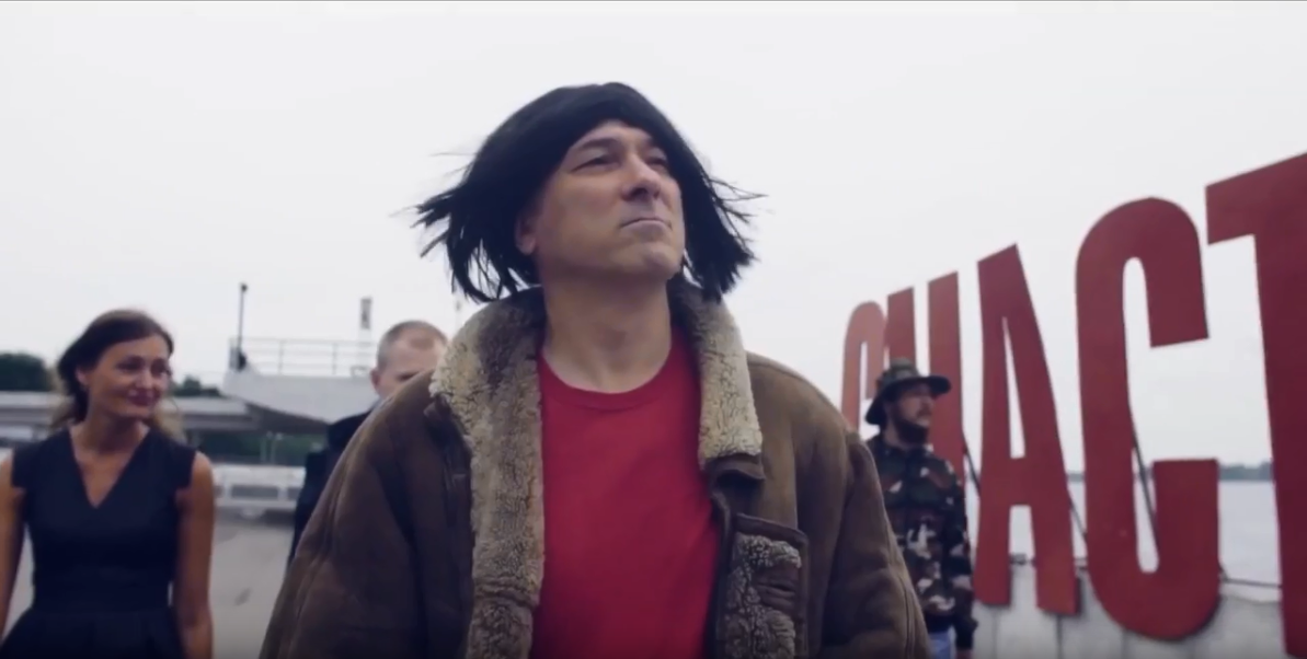 Константину Окуневу очень идут длинные волосы