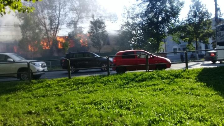 «Горело 250 кв. м»: подробности пожара возле ТЦ «Вива Лэнд»
