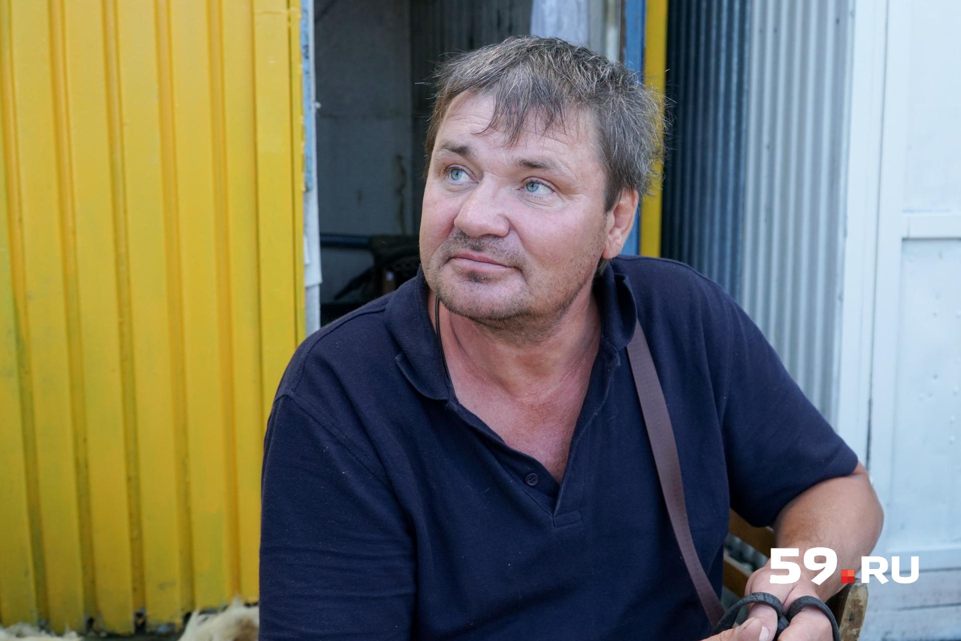 Геннадий проработал на рынке 25 лет— своё ИП, налоги. Сейчас думает, что делать дальше
