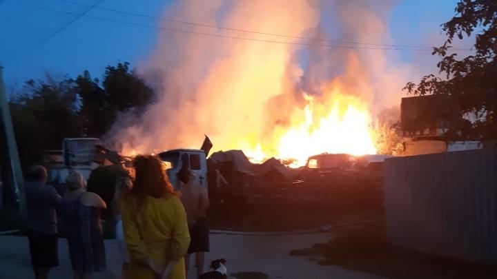 Семья осталась без жилья: в Волгограде сгорел частный дом