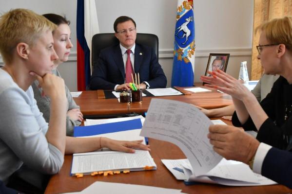 Дмитрий Азаров предложил дольщикам самим распределить, кто будет получать квартиры первыми