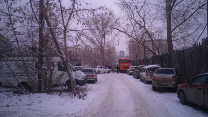 Водителям запретят парковаться рядом с отделением ГИБДД на улице 3-го Интернационала