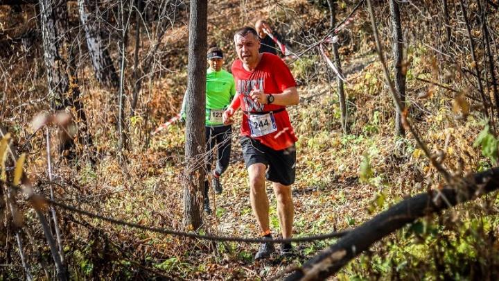 Новосибирцы пробежали 21 километр по пересечённой местности