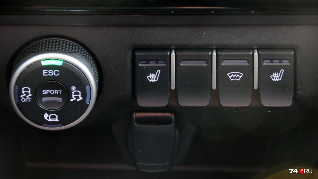 Шайба выбора режимов влияет на работу электронных помощников и остроту педали газа. Она же позволяет отключить систему стабилизации