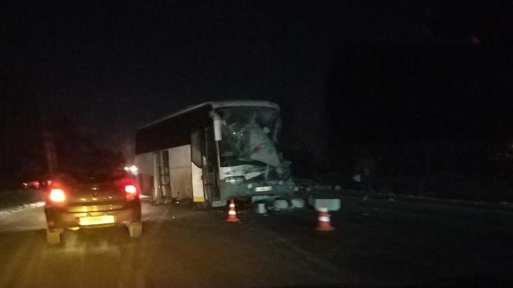 В ГИБДД назвали причину смертельной аварии под Тюменью, где погиб 56-летний водитель автобуса