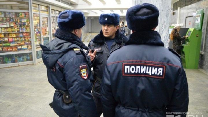 После теракта в Петербурге полицейские начали проверять рюкзаки и сумки в екатеринбургском метро