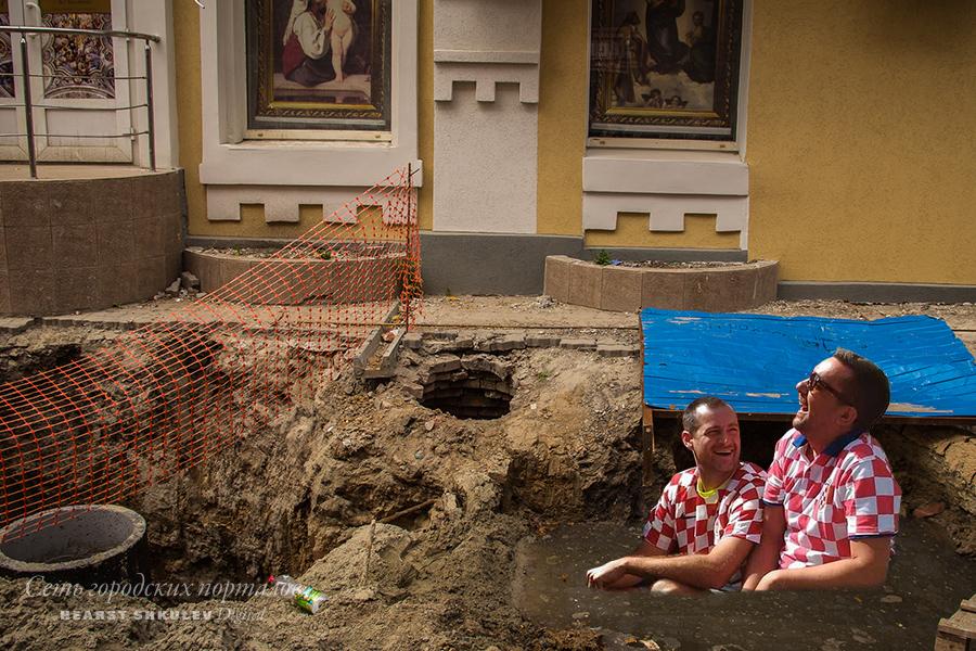 В Ростове к антуражу добавляется отличный фон для фотографии: лепнина и картины