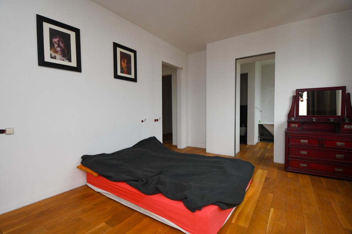 На 16 этаже, где кухня-гостиная, есть гостевая спальня с собственным санузлом и балкончиком