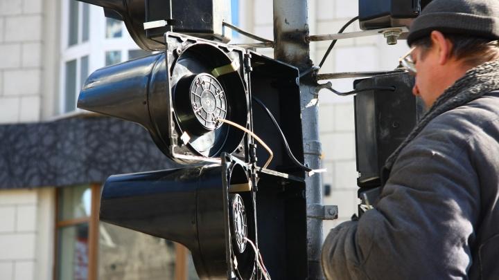 Из-за повреждённого кабеля на площади Маркса погасли светофоры