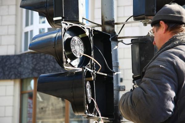 Также сегодня в течение дня не будут работать светофоры на перекрёстке Котовского и Пермитина