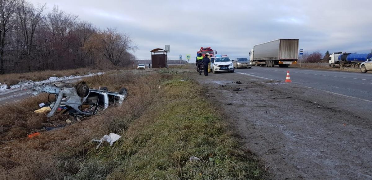 Под Екатеринбургом водитель Volkswagen проигнорировал знак «Обгон запрещен» и погубил пассажирку