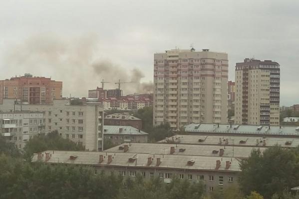 Очевидцы сообщают о том, что дым от пожара просматривается даже с Горского микрорайона