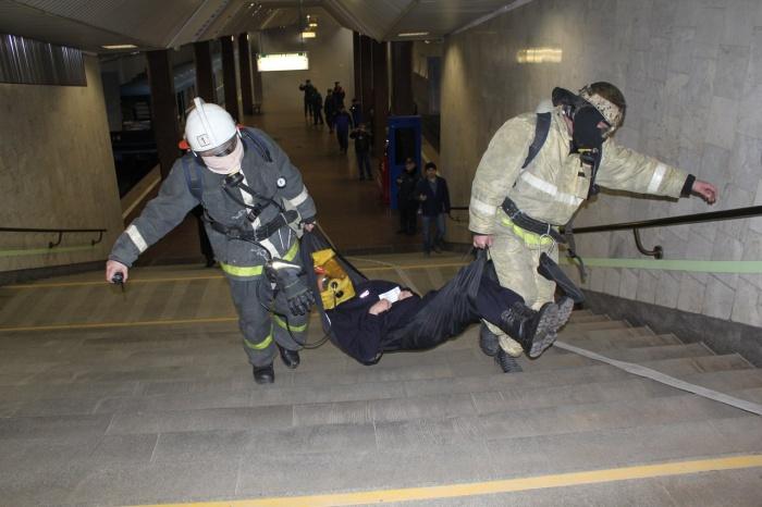 На учениях отрабатывалось взаимодействиегородских аварийно-спасательных служб