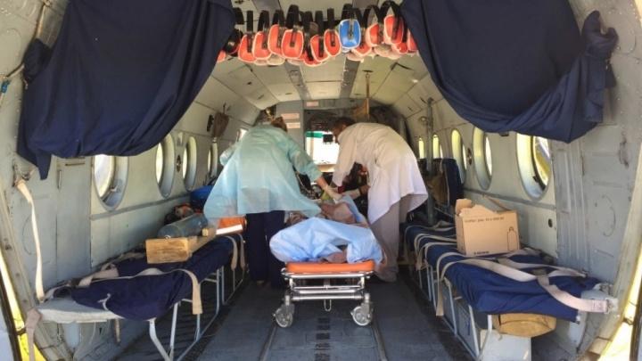 В Тюмень на вертолете доставили ребенка, опрокинувшего на себя кипяток