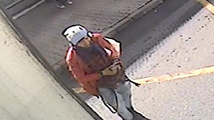 Дикий пассажир, покусавший в Екатеринбурге водителя троллейбуса, попал на видео