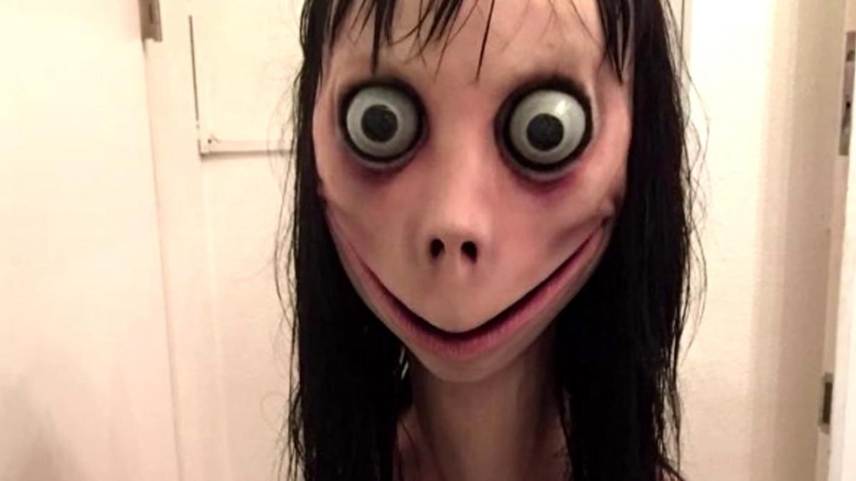 Вот так выглядит существо, ставшее мемом — загадочная Момо может позвонить и хорошенько напугать ребёнка