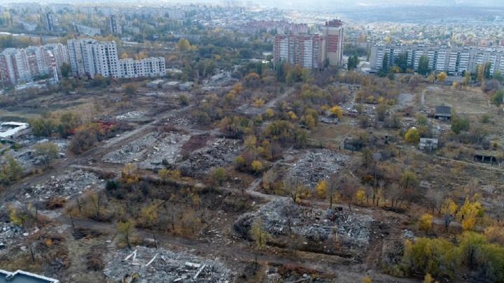 «Навести порядок на рынке и заменить гаражи»: волгоградский урбанист о парке с уцелевшим самолетом