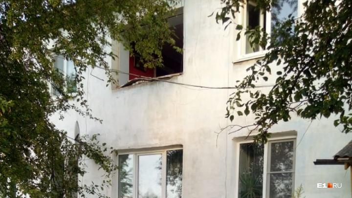 В уральском поселке в жилом доме произошел взрыв. Есть пострадавшие