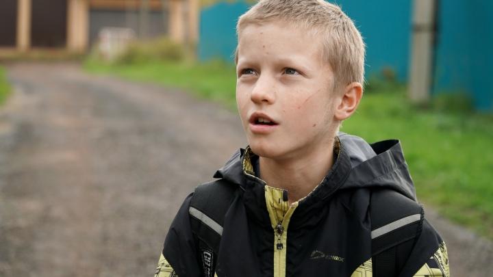 Мальчик из Прикамья идет в школу один 5 км по темной проселочной дороге. Кто виноват и что делать?