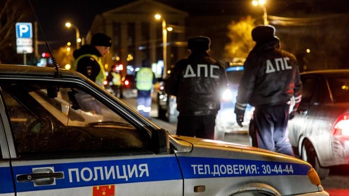«Я накосячил»: в Волгоградской области полицейские пробили колеса гонщику на тонированной «семерке»