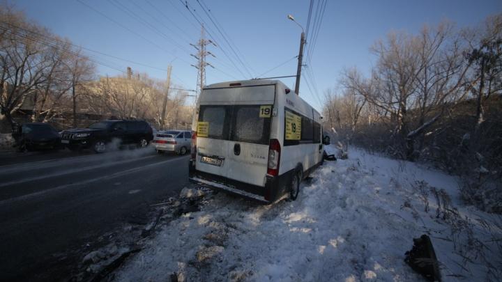 «KIA влетела в лоб»: водитель маршрутки рассказал о ДТП в Челябинске с тремя пострадавшими