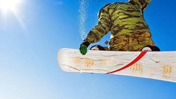 «Движ, которого еще не было»: 200 человек в зеленой одежде спустятся с горына лыжах и сноубордах