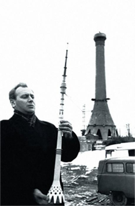 Николай Никитин с макетом телебашни Останкино