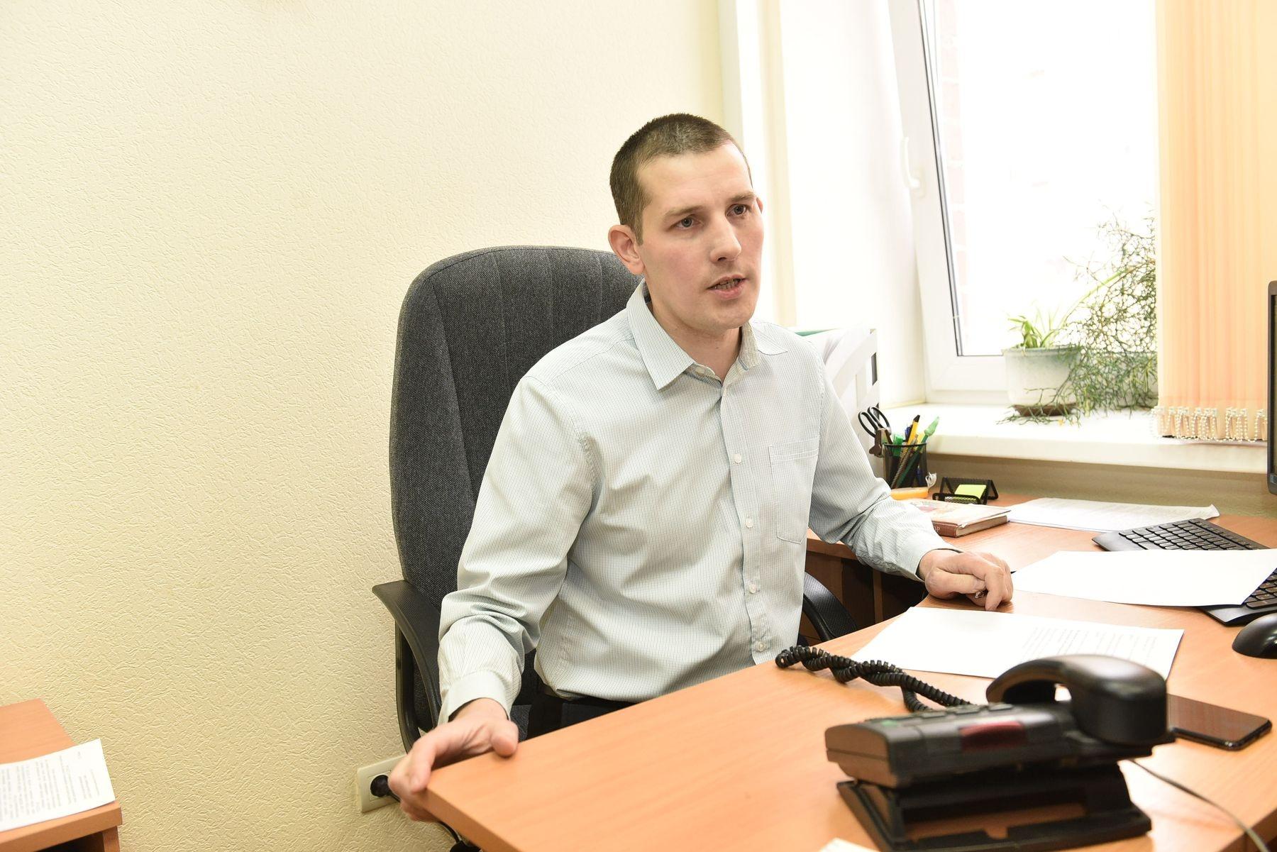 Александр Сандуло работает в налоговой старшим инспектором и часто консультирует граждан<br>