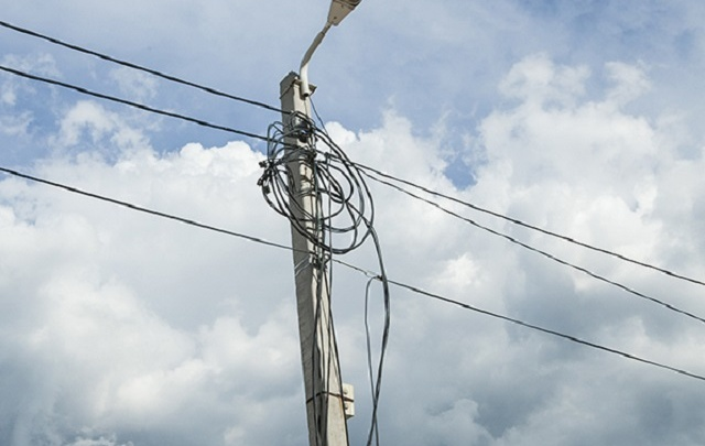 Стихия разгулялась: 17 тысяч зауральцев остались без электричества