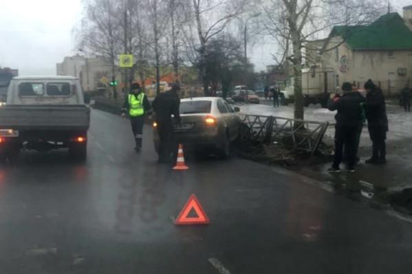 Мальчик переходил дорогу на улице Труфанова