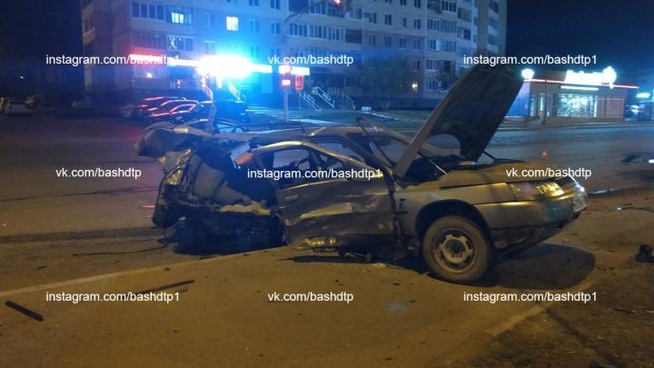 Ночная авария на улице Софьи Перовской в Уфе: трое молодых людей в тяжелом состоянии в больнице