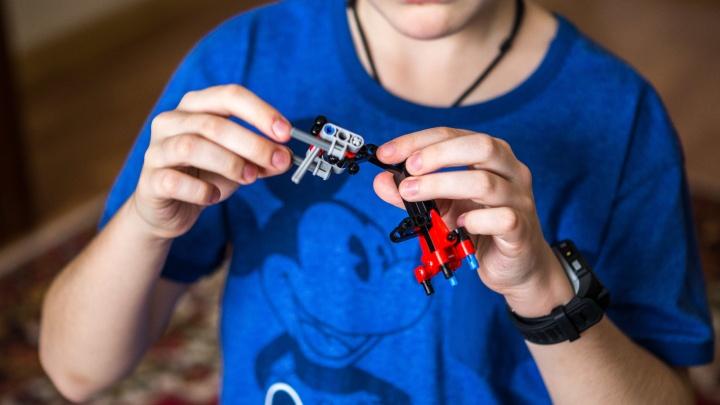 Смарт-часы и косметика: новосибирцы собрали подарки для воспитанников детских домов