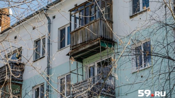 Родители погибшей в Закамске девочки ищут очевидца падения глыбы льда на коляску