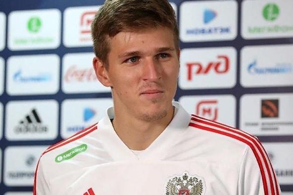 Футболист Александр Соболев в последнее время все чаще привлекает к себе внимание агентов из других клубов