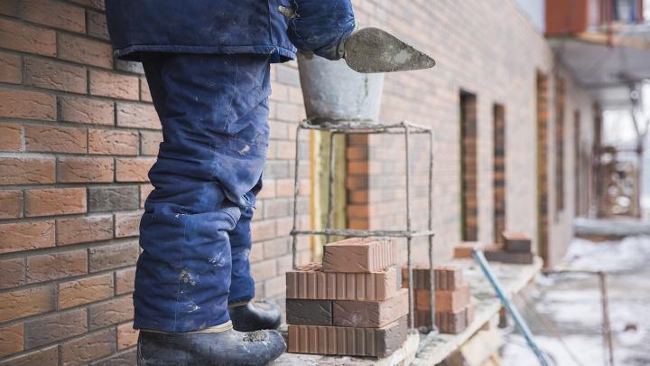 Бердские строители угрожали поджечь строящуюся школу из-за задержки зарплаты