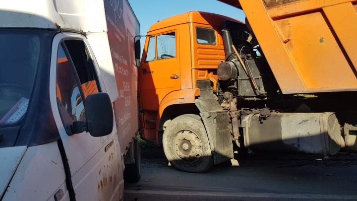 Пробку на тюменской объездной спровоцировала авария с девятью машинами