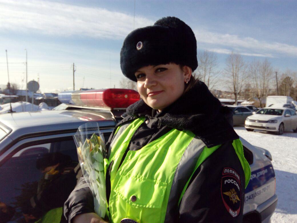 Нарушителей на свердловских дорогах ловят всего пять девушек-инспекторов. Знакомьтесь