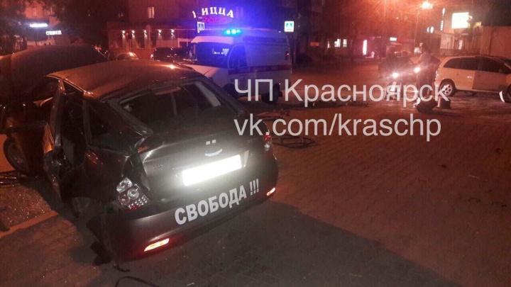 Пьяный водитель «Приоры» с надписью «Свобода» устроил аварию и снёс ограждения