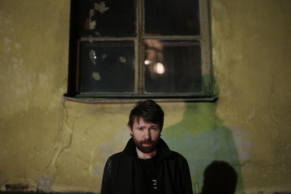 Новосибирец снял новый клип для нового проекта лидера группы«Торба-на-Круче» Макса Иванова (на фото)