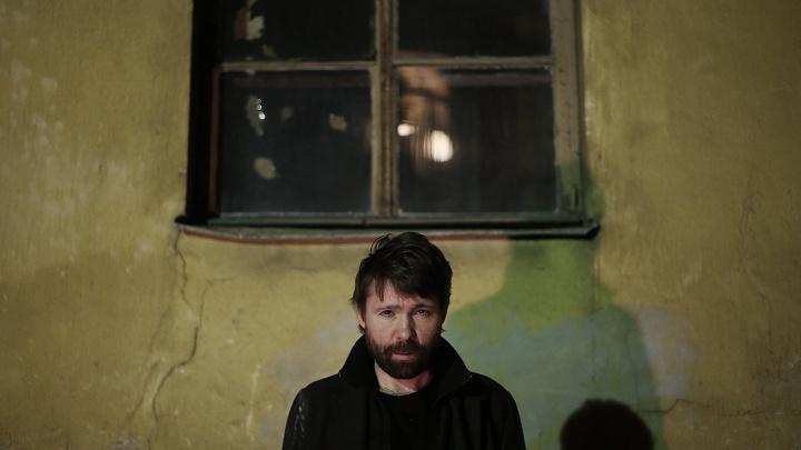 Новосибирец снял клип про кошмарное одиночество для известного рок-музыканта
